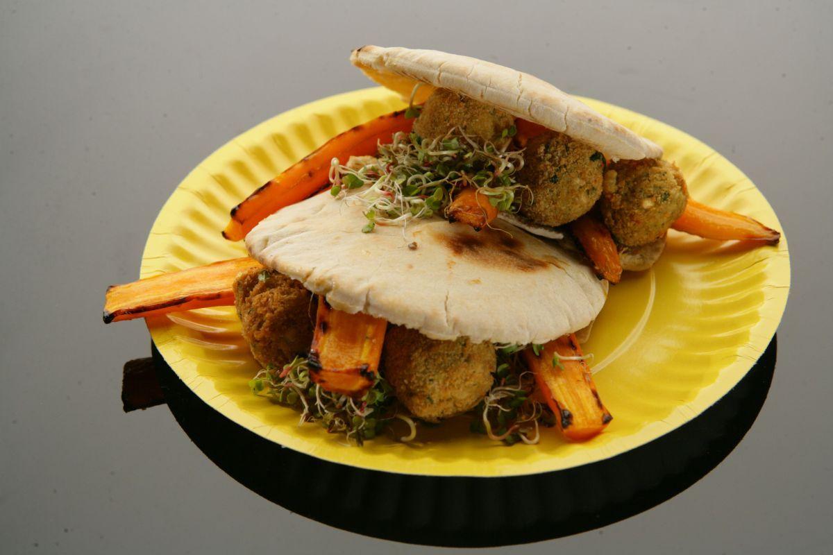Chlebki pita z falafelem